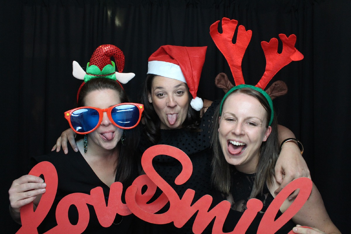 The Ample Benefits of Hiring Photo Booth for Your Next Event