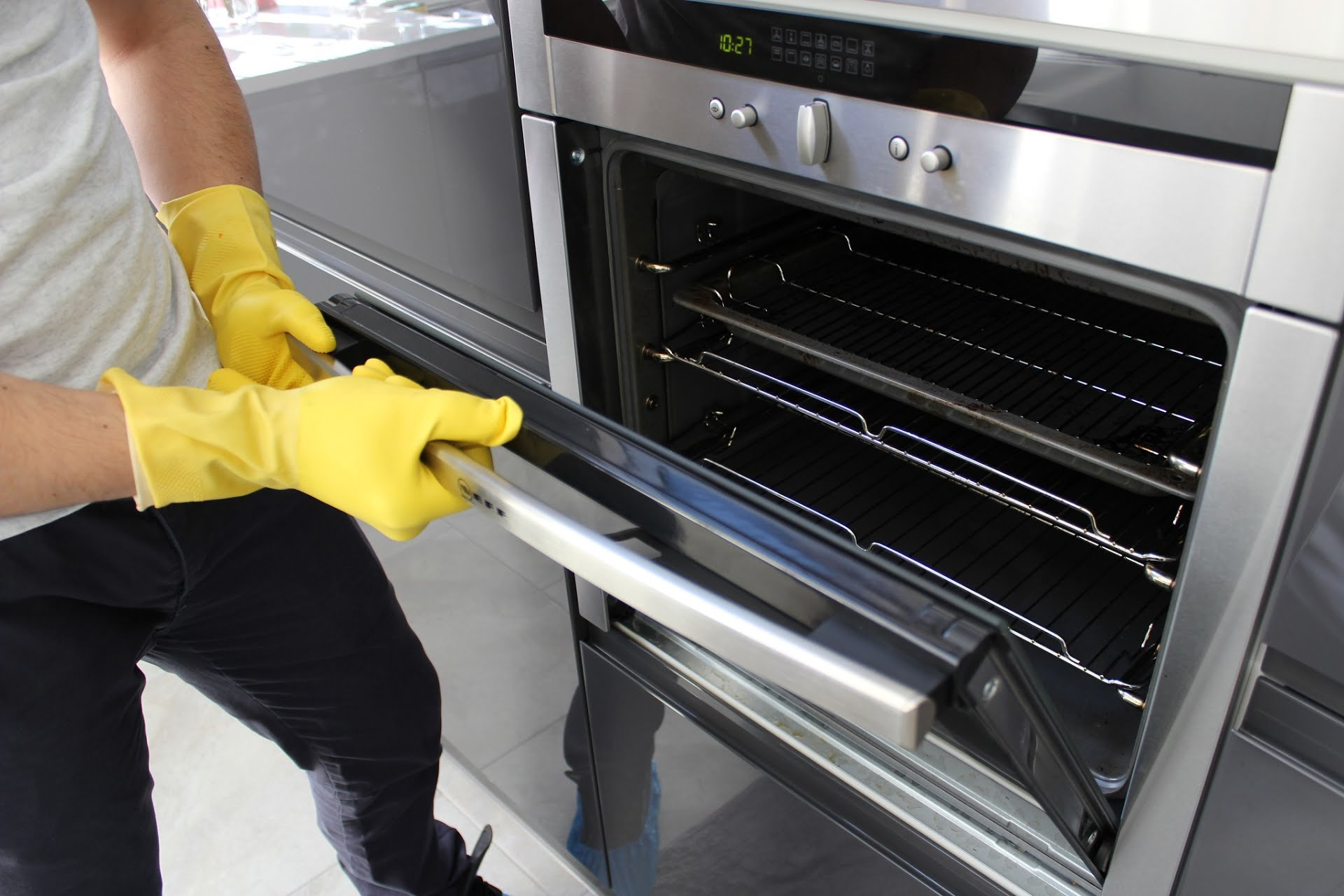 Keeps Grime In Oven At Bay Hiring Oven Cleaners?