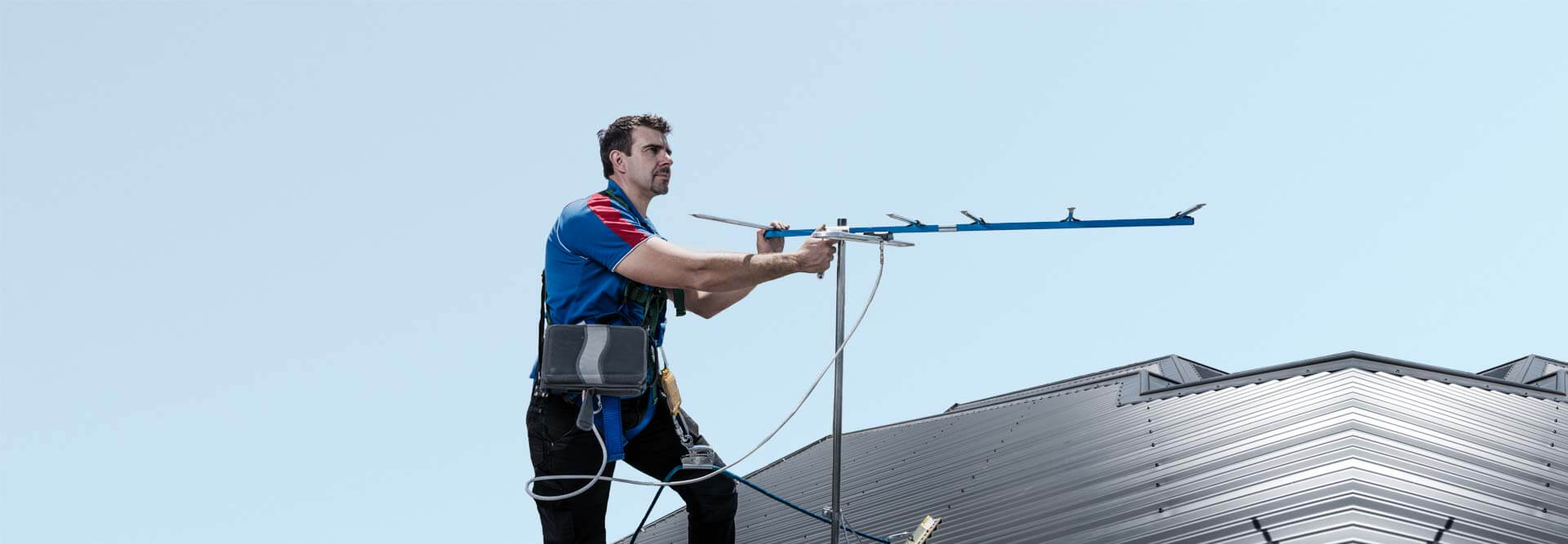 What are the points that need to remember at installing the antenna?
