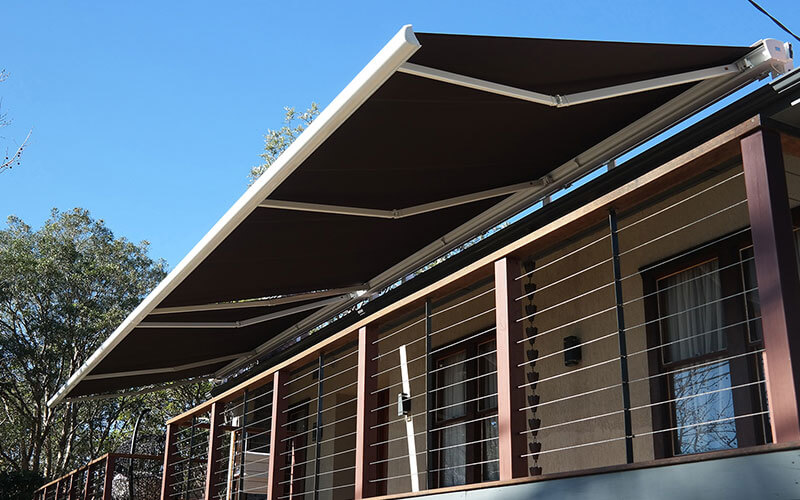 retractable-awning-over-canberra