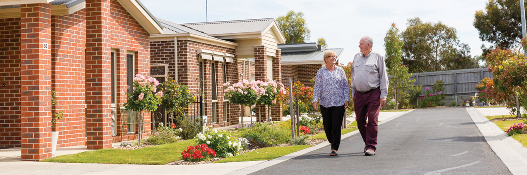 What are the main benefits to move in Aged care homes at old age?