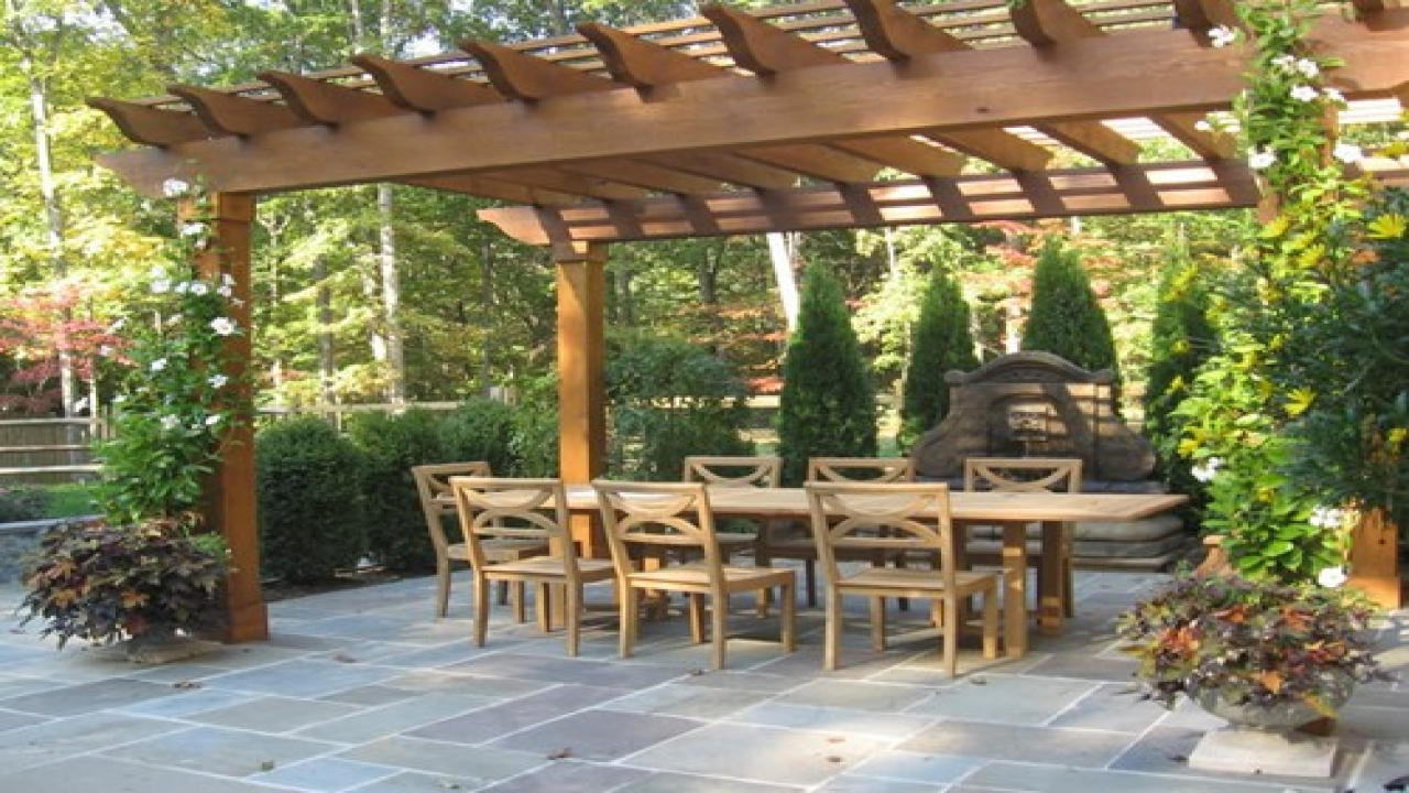Engrossing Tactics to Allure Your Backyards with Stylist Pergolas