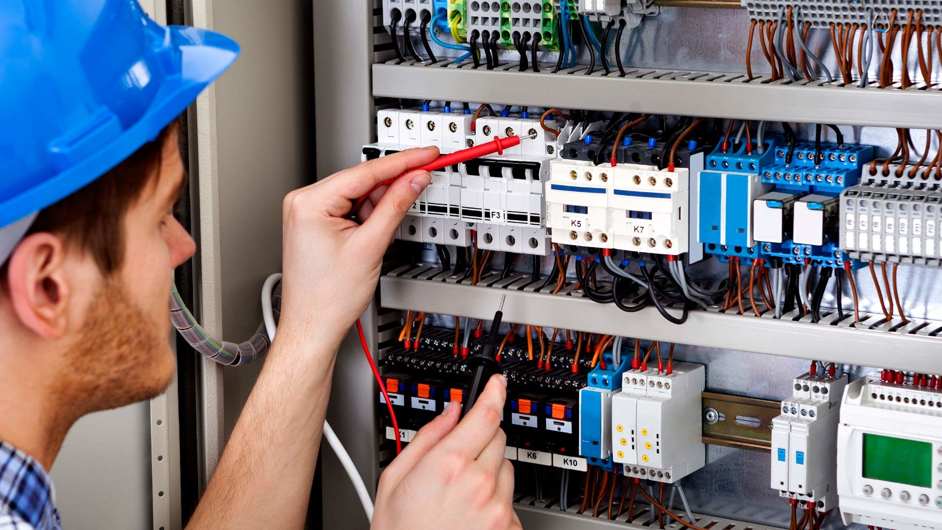 What Qualities You Should Look Into An Electrician Before You Hire?